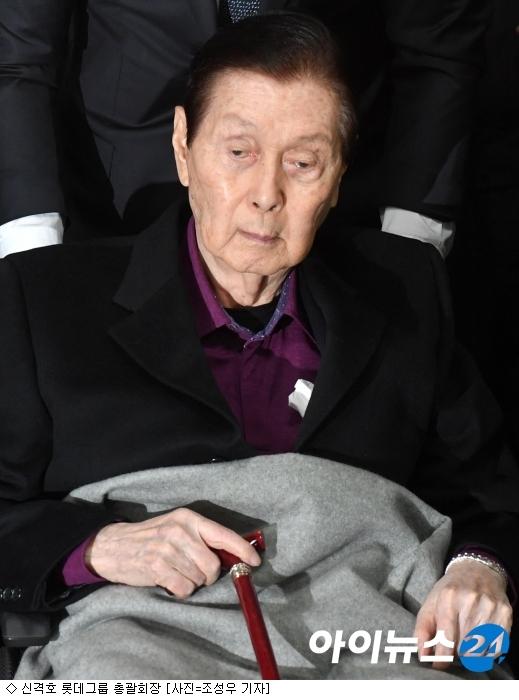 신격호 총괄회장, 50여년만에 '쓸쓸한 퇴진'