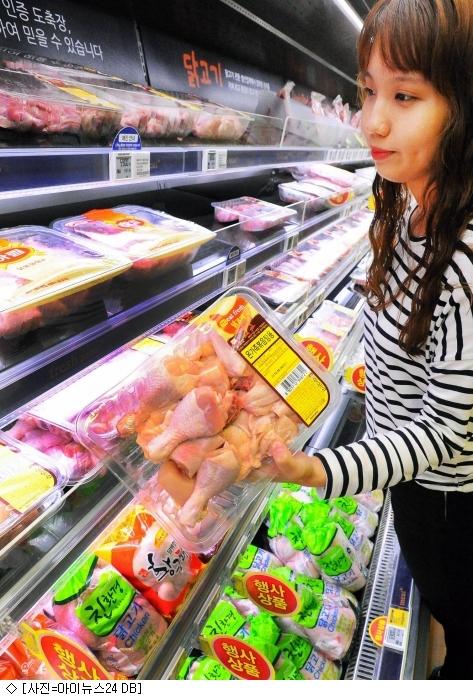 잡히지 않는 계란값…대형마트선 생닭값 인상