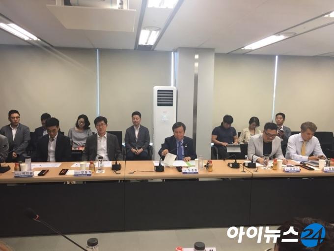 도종환 장관, 게임 육성 약속…'친 게임' 예고