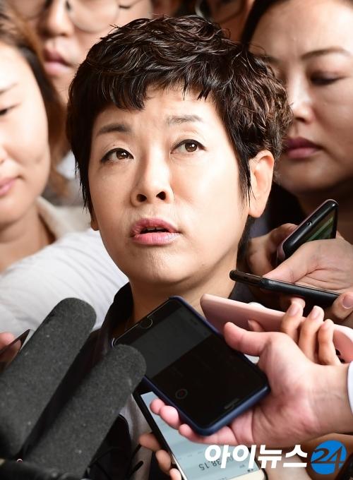 김미화, ''MB 블랙리스트'' 참고인 檢 출석(종합)