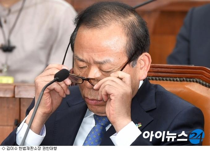 文대통령 ''김이수 옹호 글'' 정치권 파장