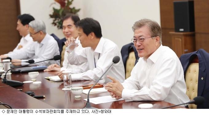 靑 신임 정무수석, ''내부 발탁''→''외부 확대''