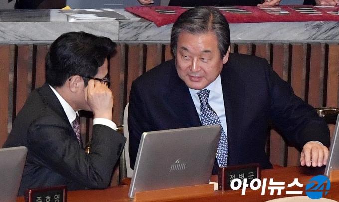 [포토]김무성, ''재등판론?''