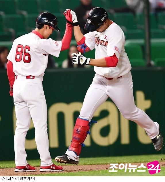 '홈런 2방' SK, LG 꺾고 2연승 질주