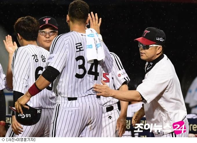 '로니 역전타' LG, 삼성 꺾고 4위 복귀