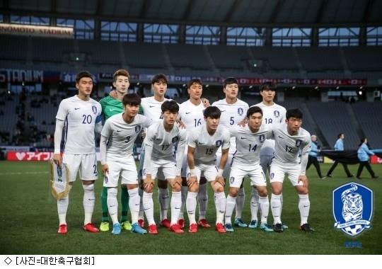 '김민우 자책골 유도' 한국,북한에 승리