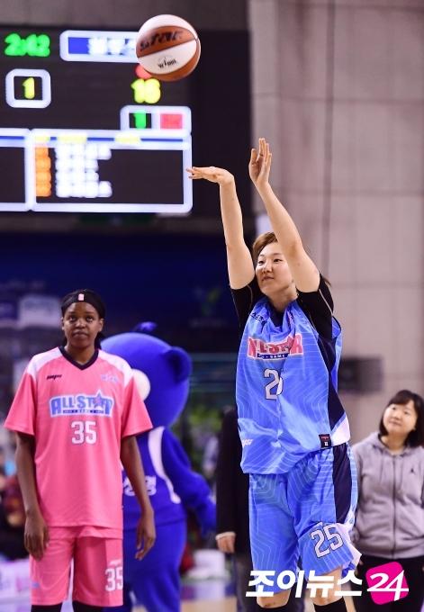배혜윤, '센터 3점슛 대결' 승리…박혜진도 제압