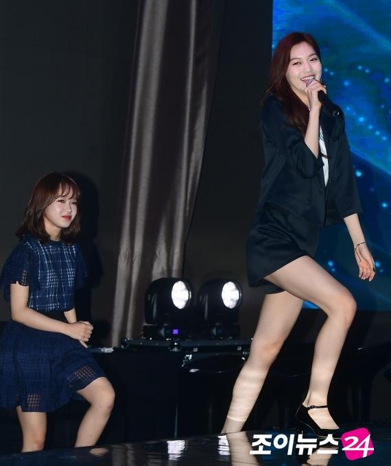 [포토]최유정-김도연, 판타지오 간판의 등장!