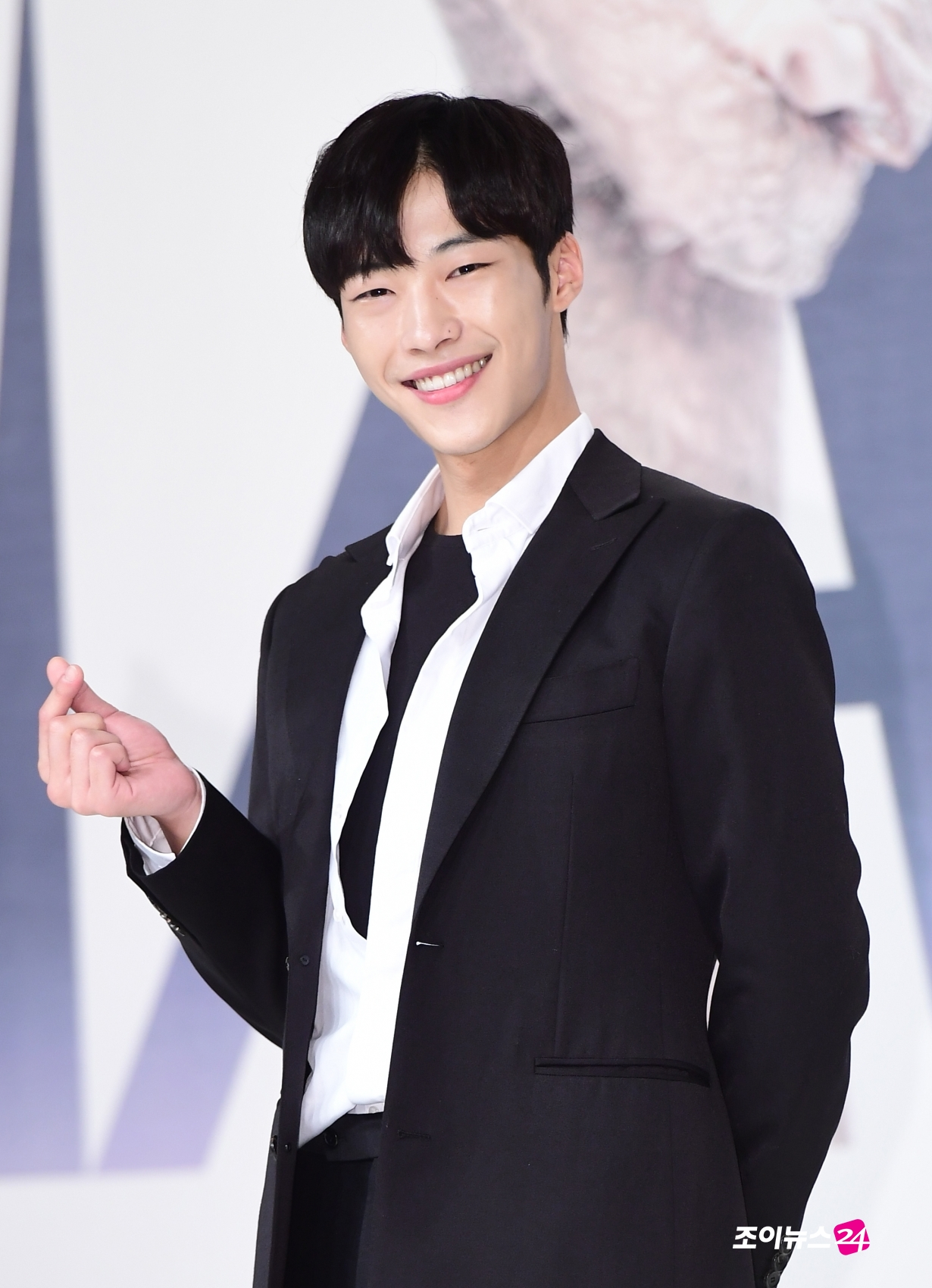 [조이HD]'매드독' 우도환, 신흥 대세남의 사랑의 하트~